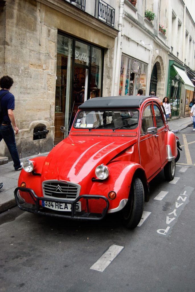 Citroen 2 CV w Paryżu