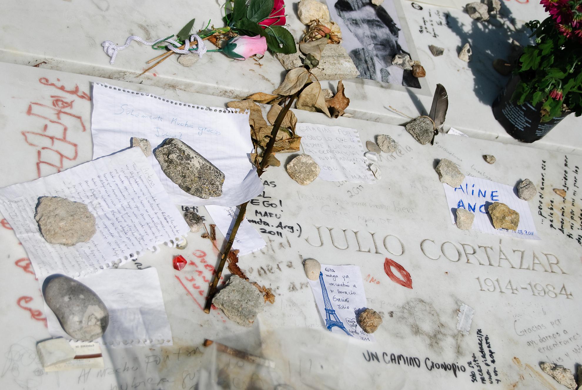 Grób Julio Cortazara na cmentarzu Montparnasse