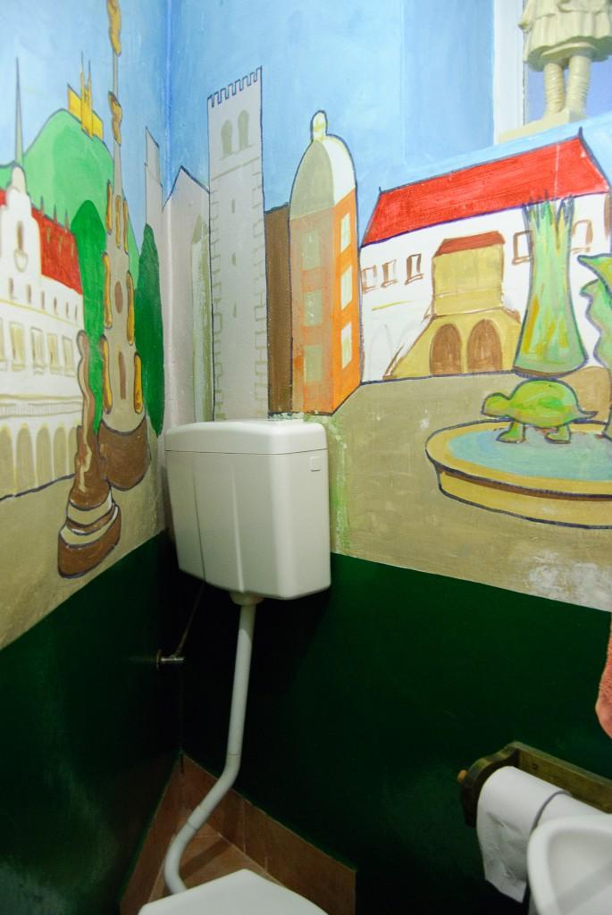 Poets' Corner Hostel - artystyczna toaleta