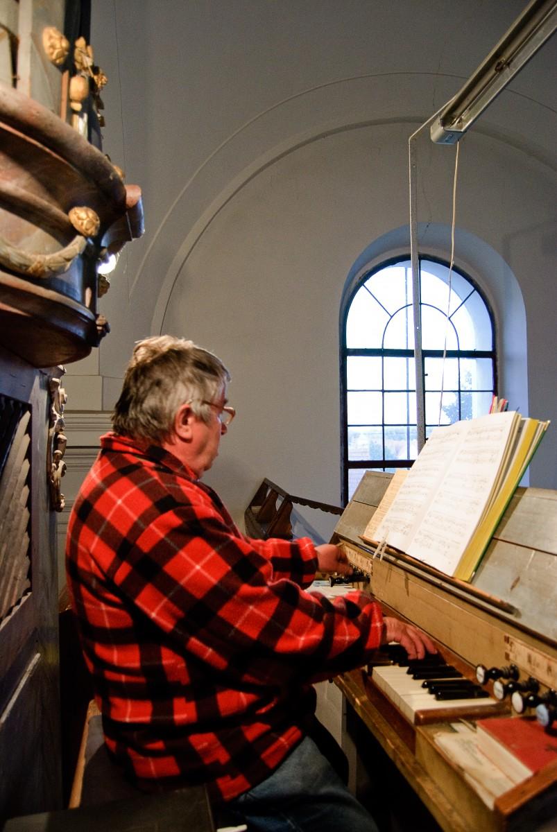 Organista w kościele w Bulharach