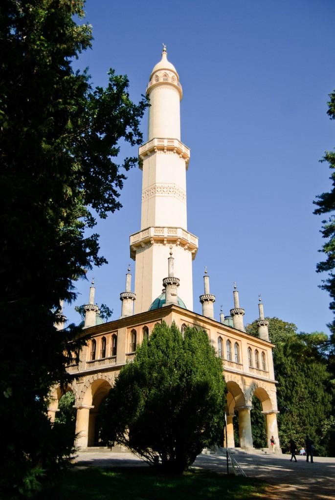 Minaret w parku pałacowym w Lednicy