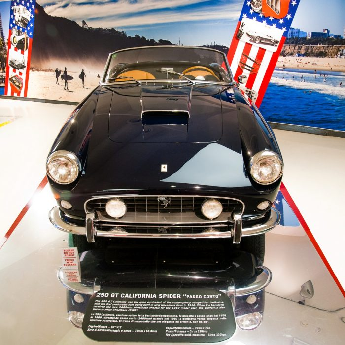 Ferrari 250 GT California Spider w Muzeum Ferrari w Maranello
