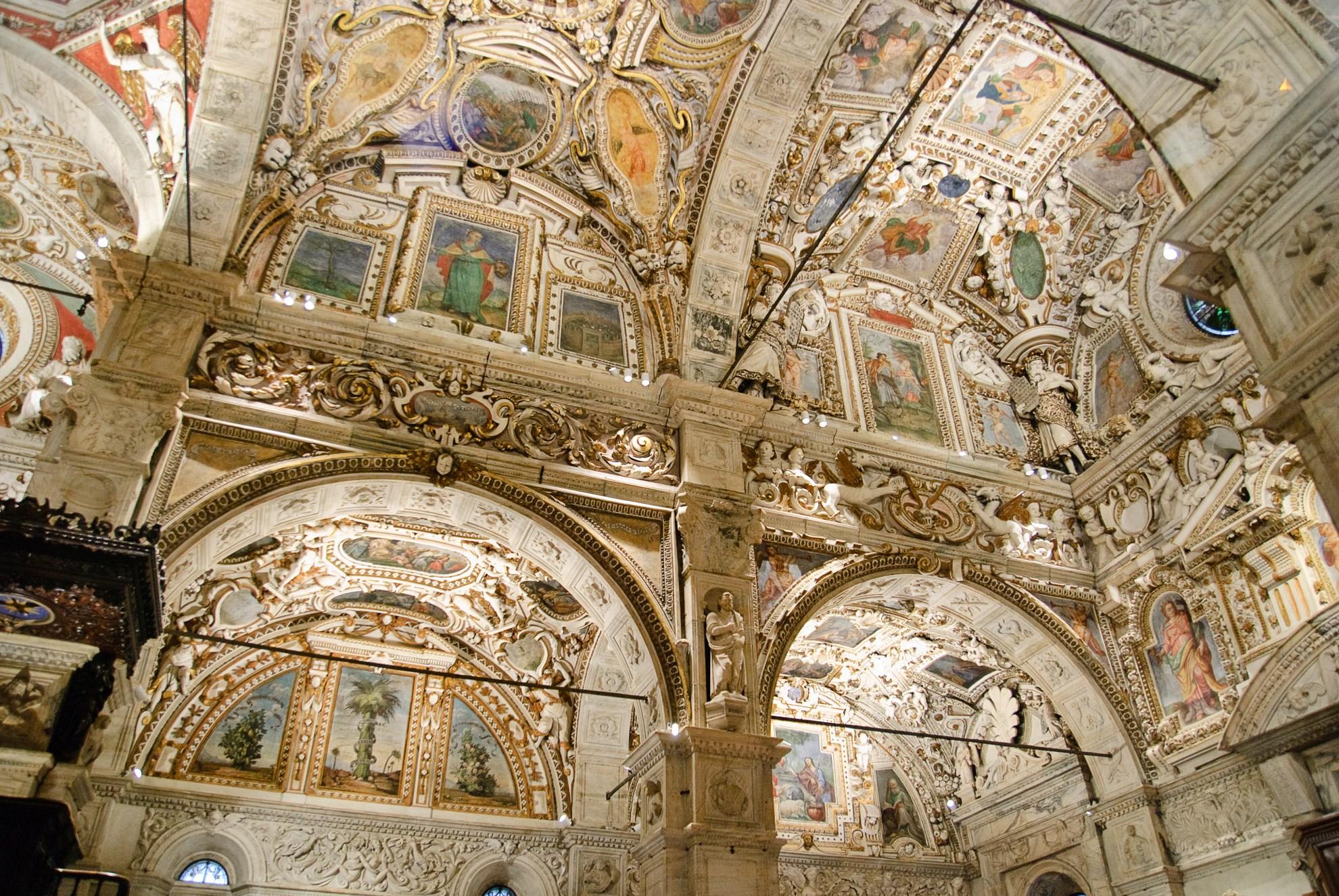 Wnętrze katedry w Tirano