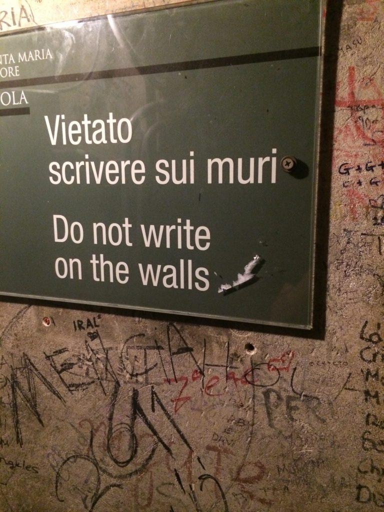 Florencja - napisy na murach w Campanille