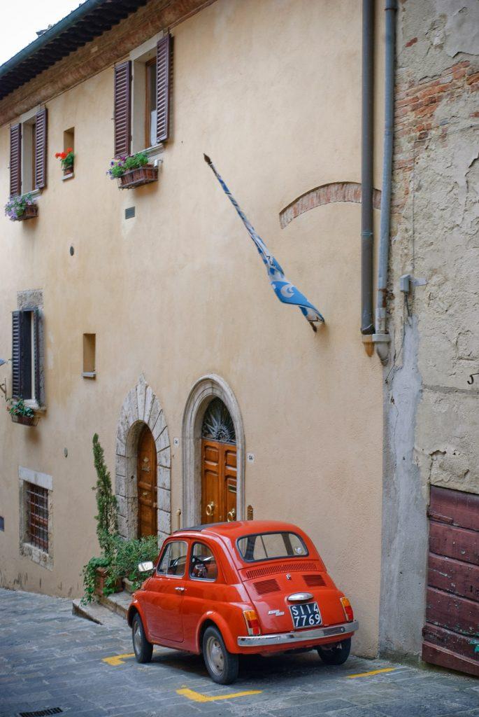 Stary Fiat 500 w Montepulciano