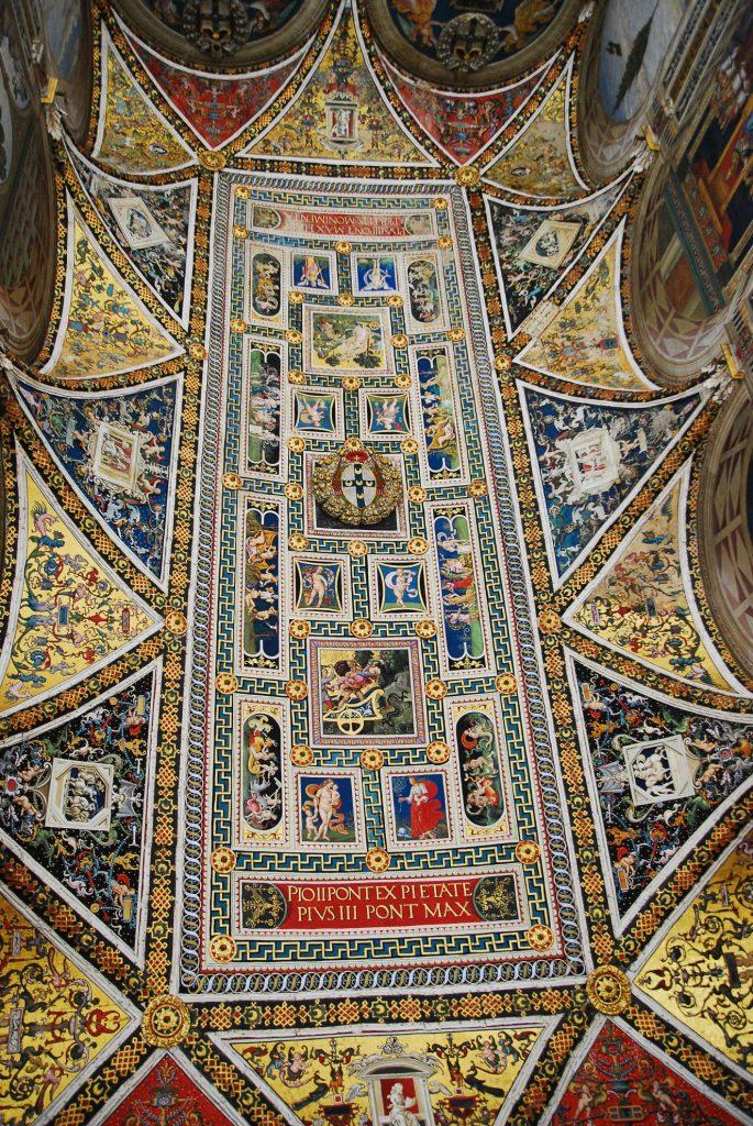 Sufit biblioteki w katedrze w Sienie