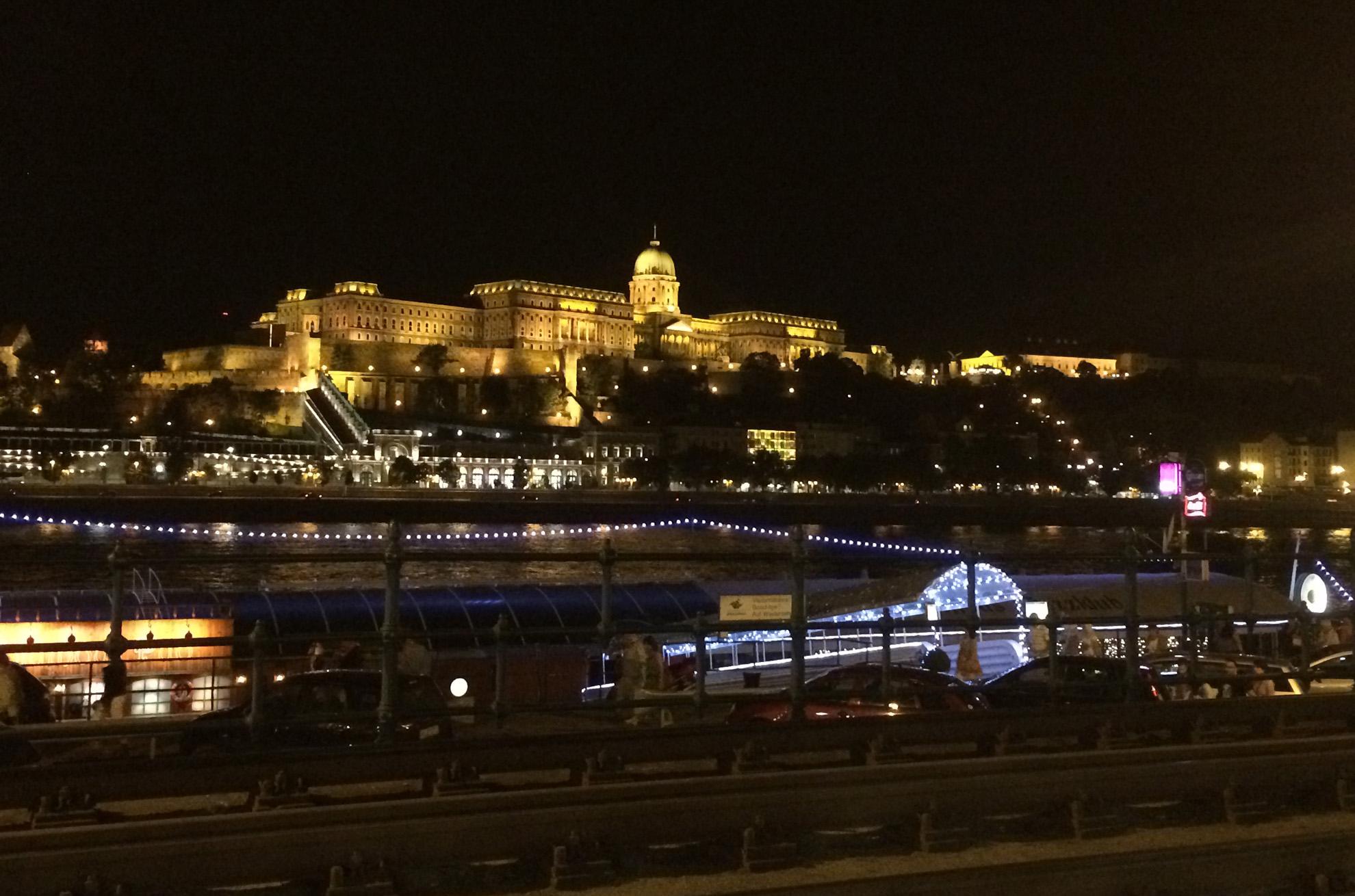 Zamek Królewski w Budapeszcie nocą