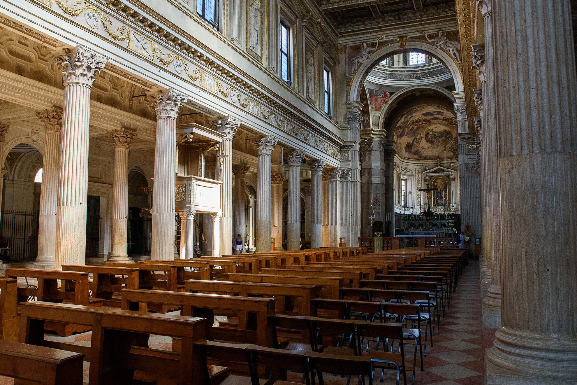 Wnętrze katedry w Mantui
