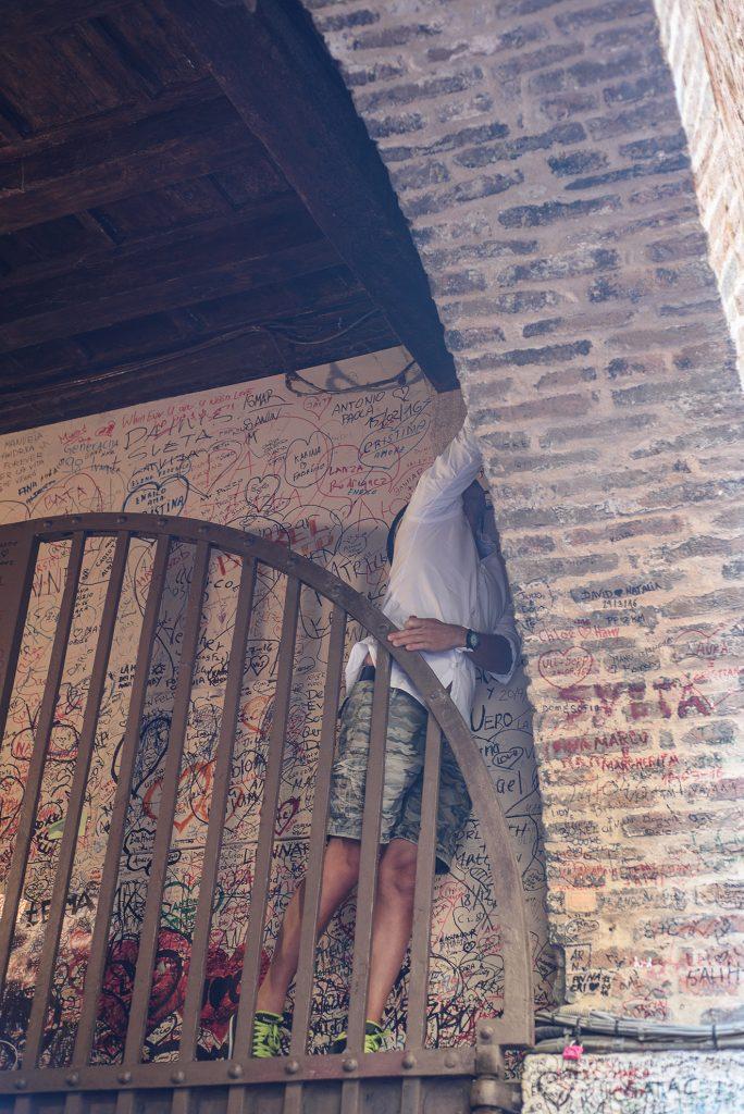 Werona - miłosne przysięgi w pobliżu balkonu Julii