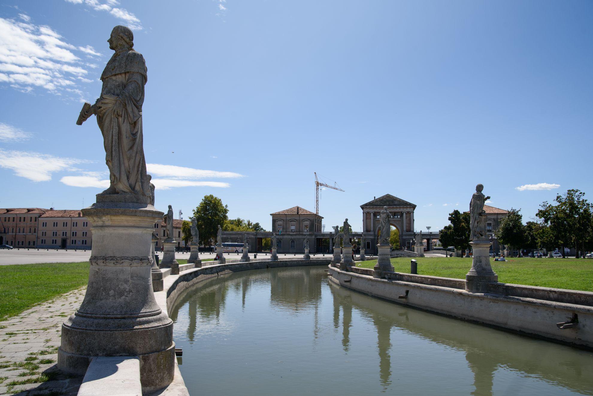 Pomniki na Piazza Prato Della Valle