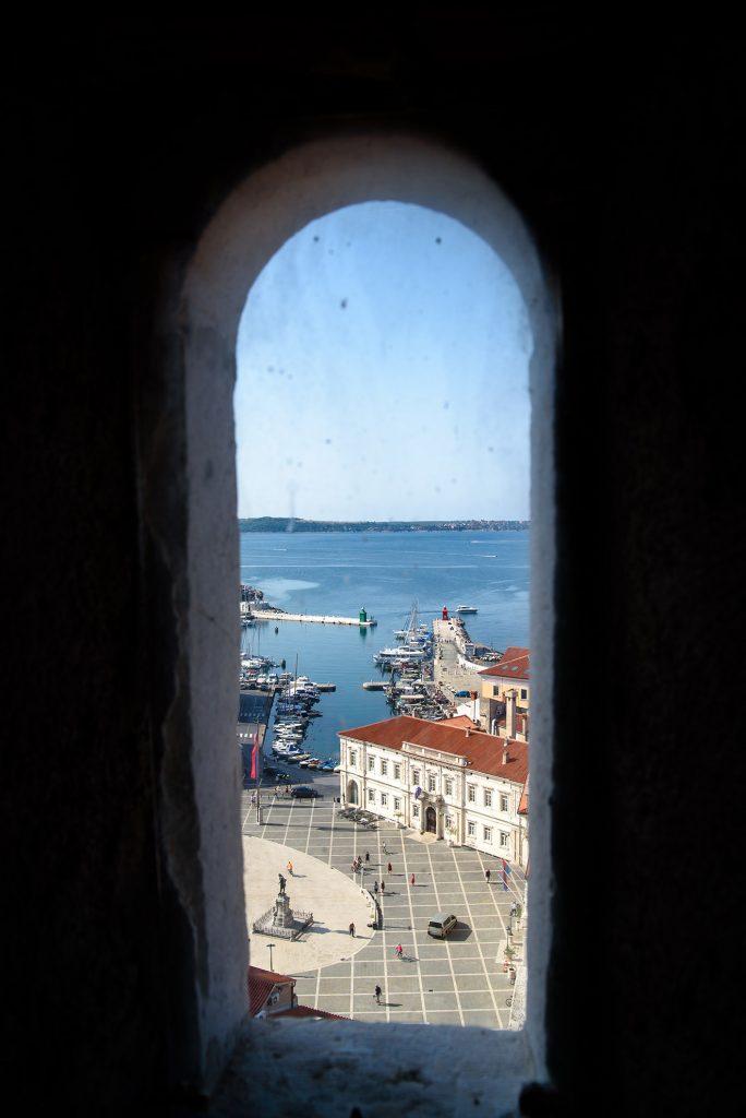 Okno w wieży kościoła św. Jerzego w Piranie