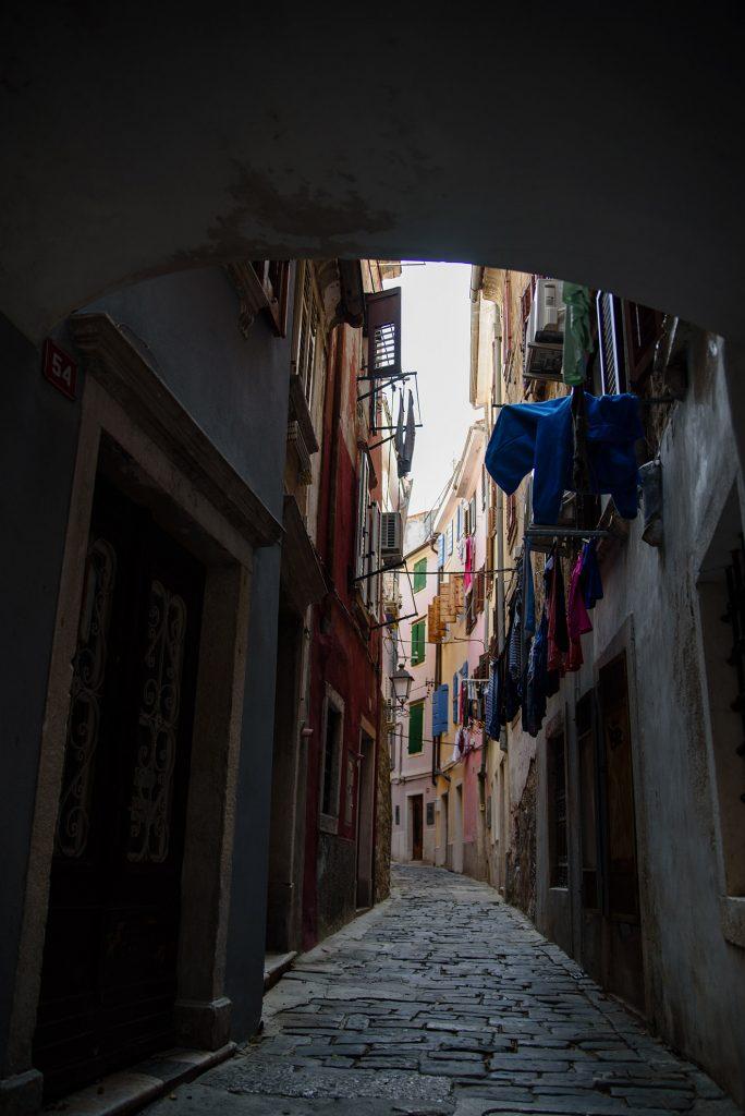 Włoska uliczka w Piranie