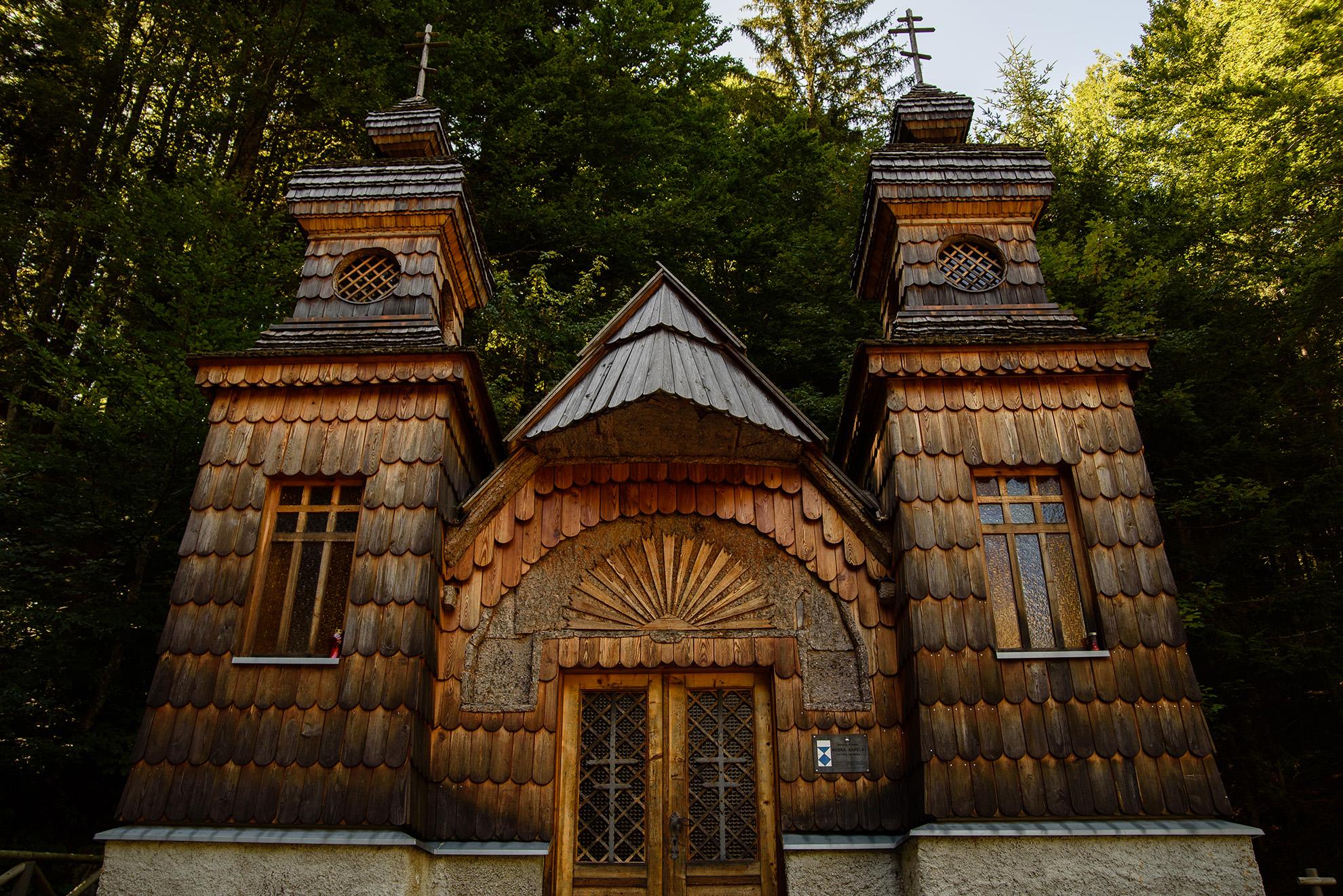 Cerkiew w drodze Kamienista przy drodze przełęcz