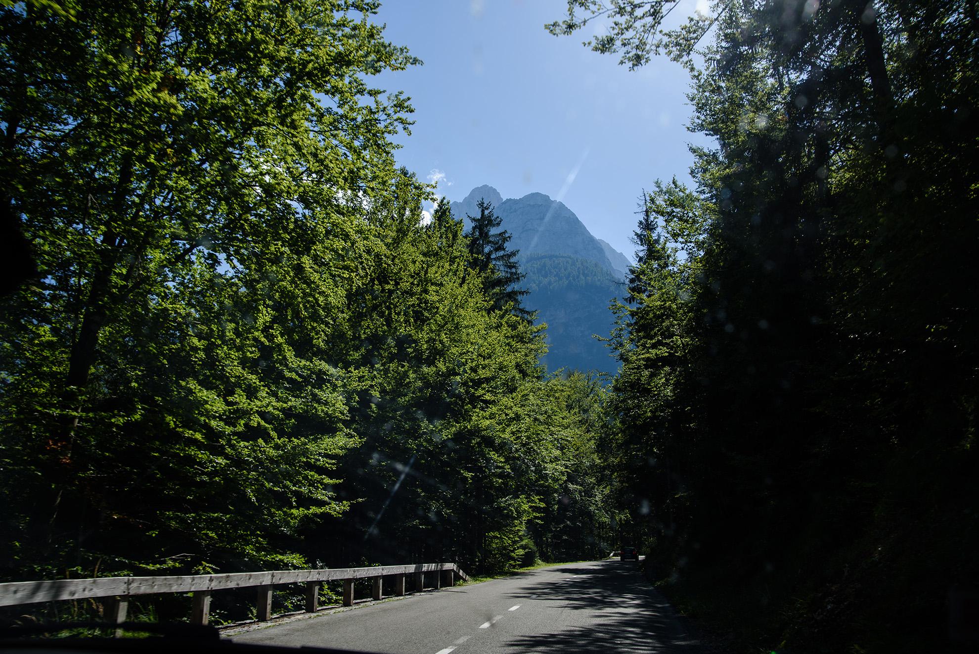 Widok na Alpy Julijskie w drodze na przełęcz Vršič
