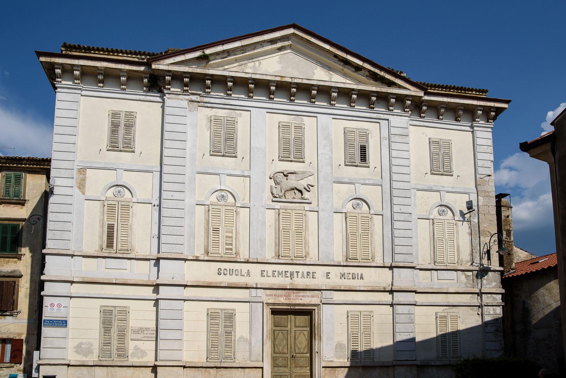 Buje - pałac neoklasycystyczny