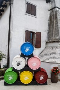 Ščurek - kolorowe beczki