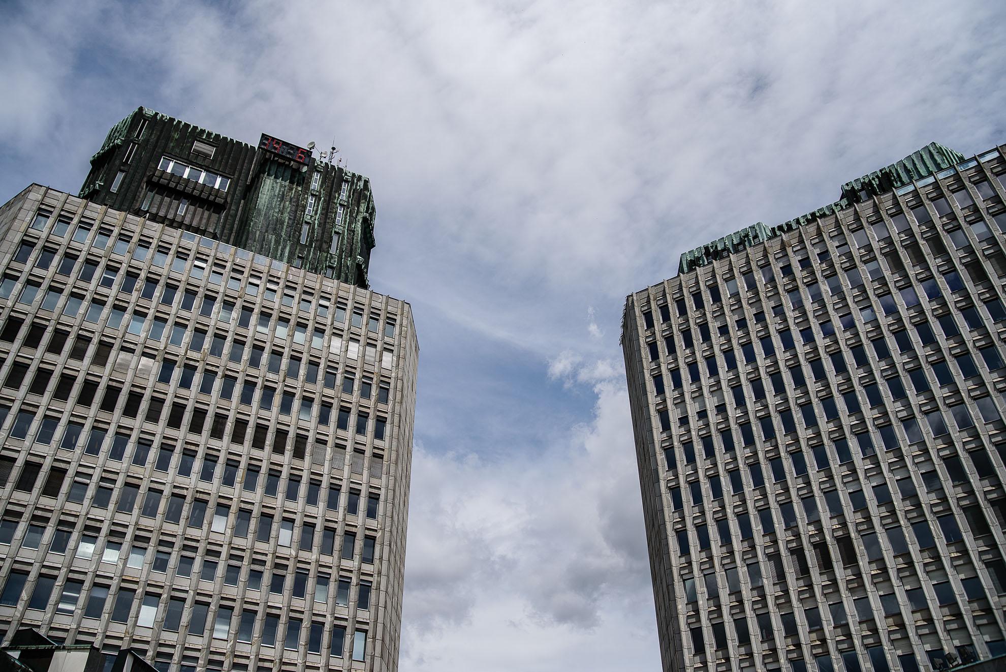 Budynki na Placu Republiki, pamiętające czasu komunizmu