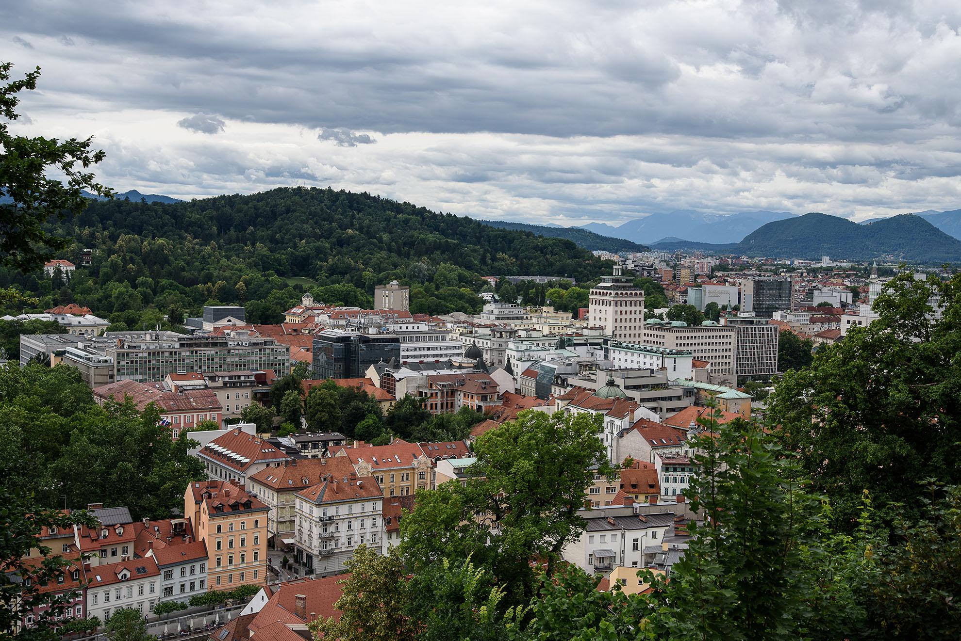 Panorama Lublany z wzgórza zamkowego z widokiem na Nebotičnik