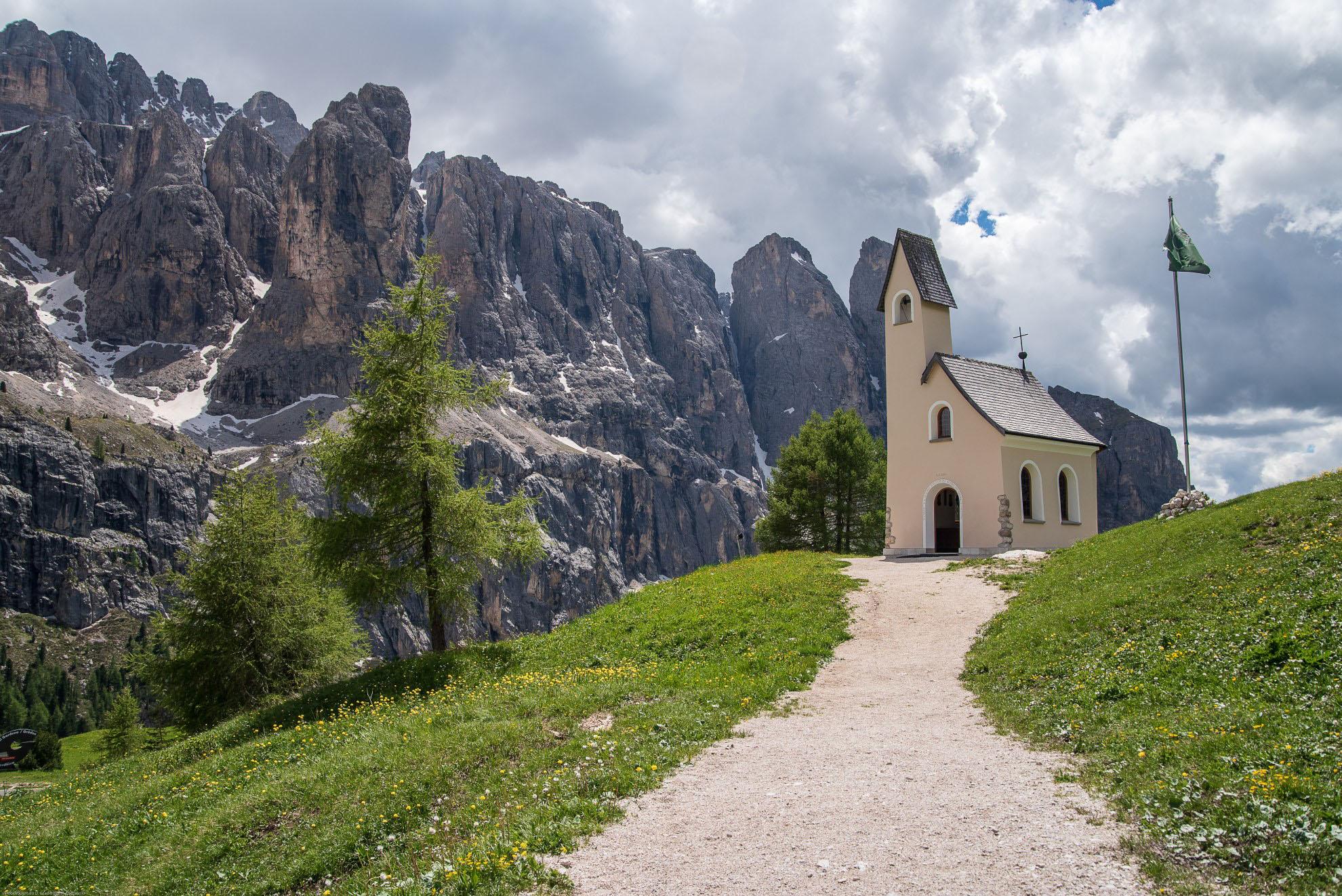 Cappella di San Maurizio na przełęczy Gardena