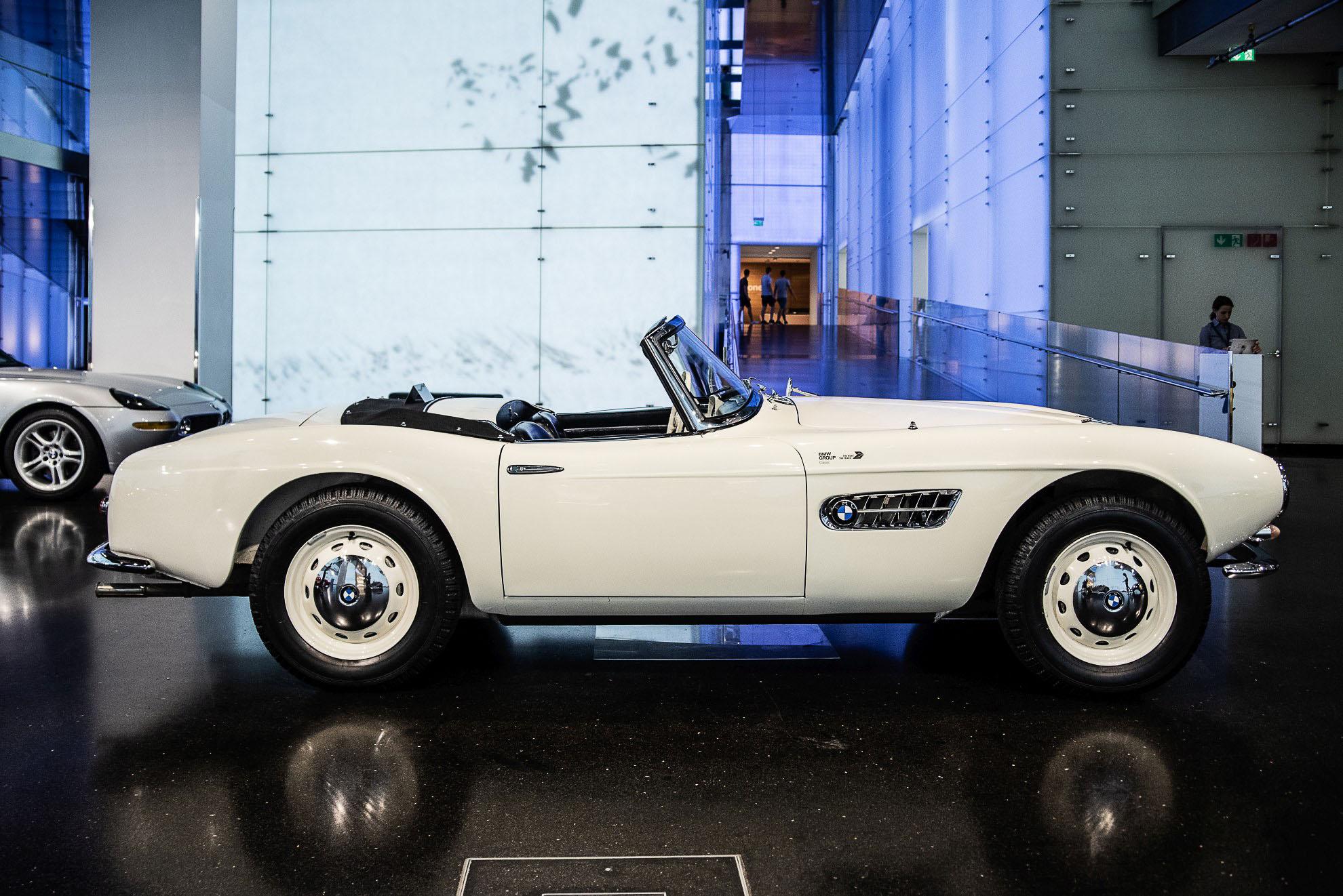 BMW 507 i BMW Z8 w Muzeum BMW w Monachium