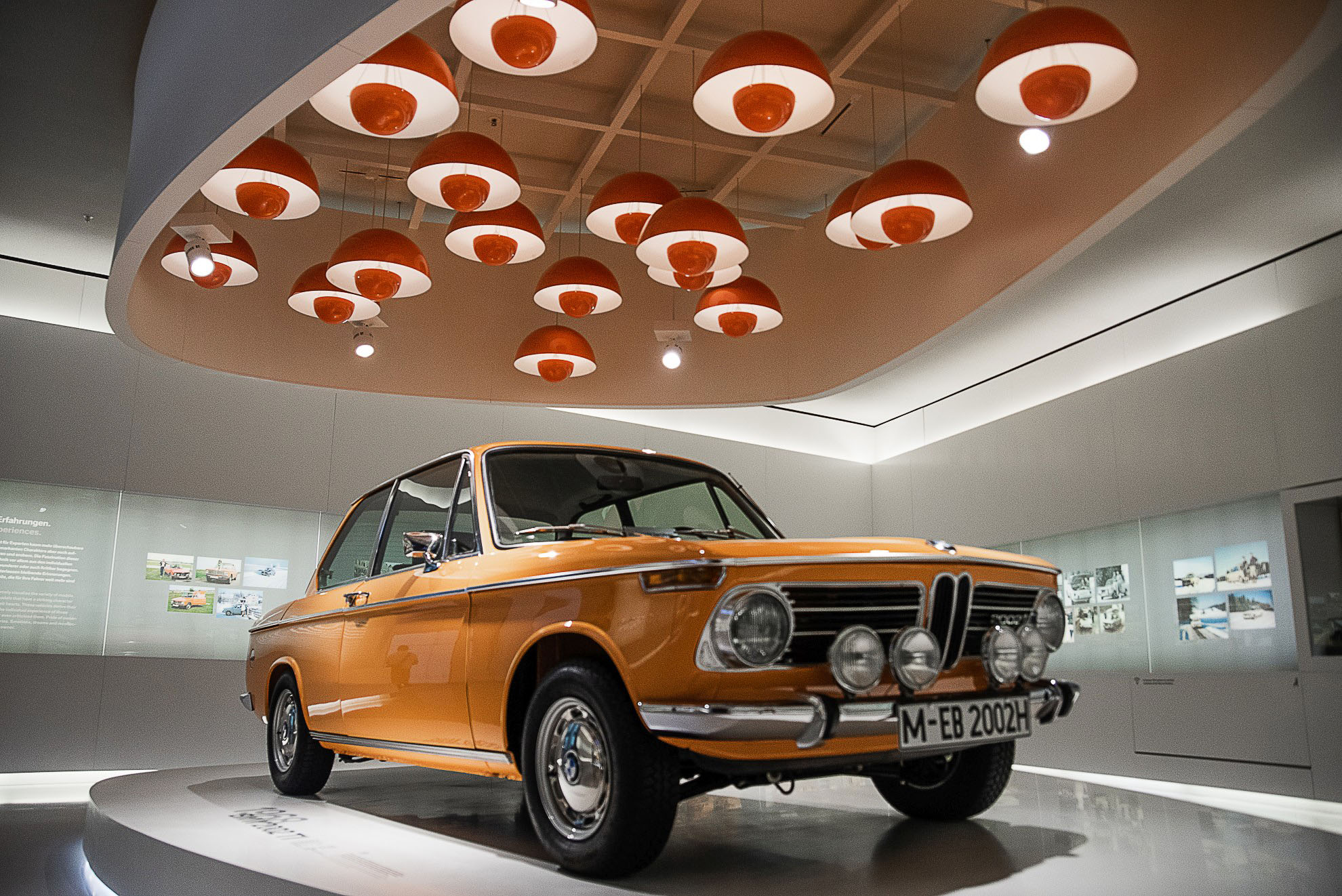 BMW 2002 w Muzeum BMW w Monachium