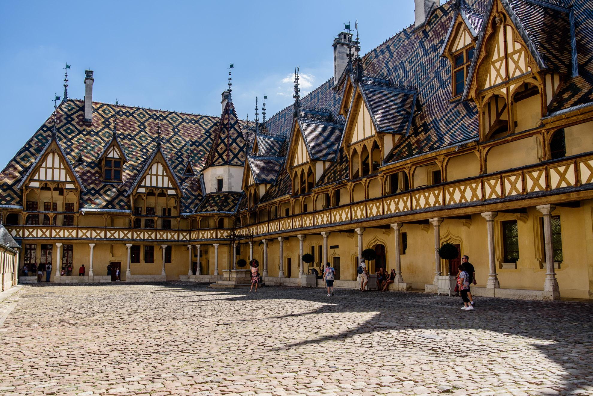 Dziedziniec Hôtel Dieu