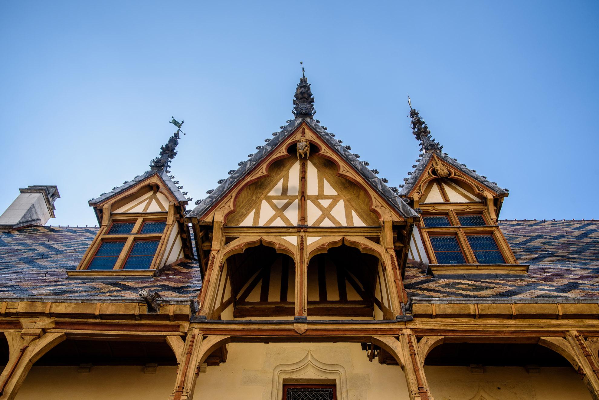 Hôtel Dieu i zadaszenie w burgundzkie kolorowe romby