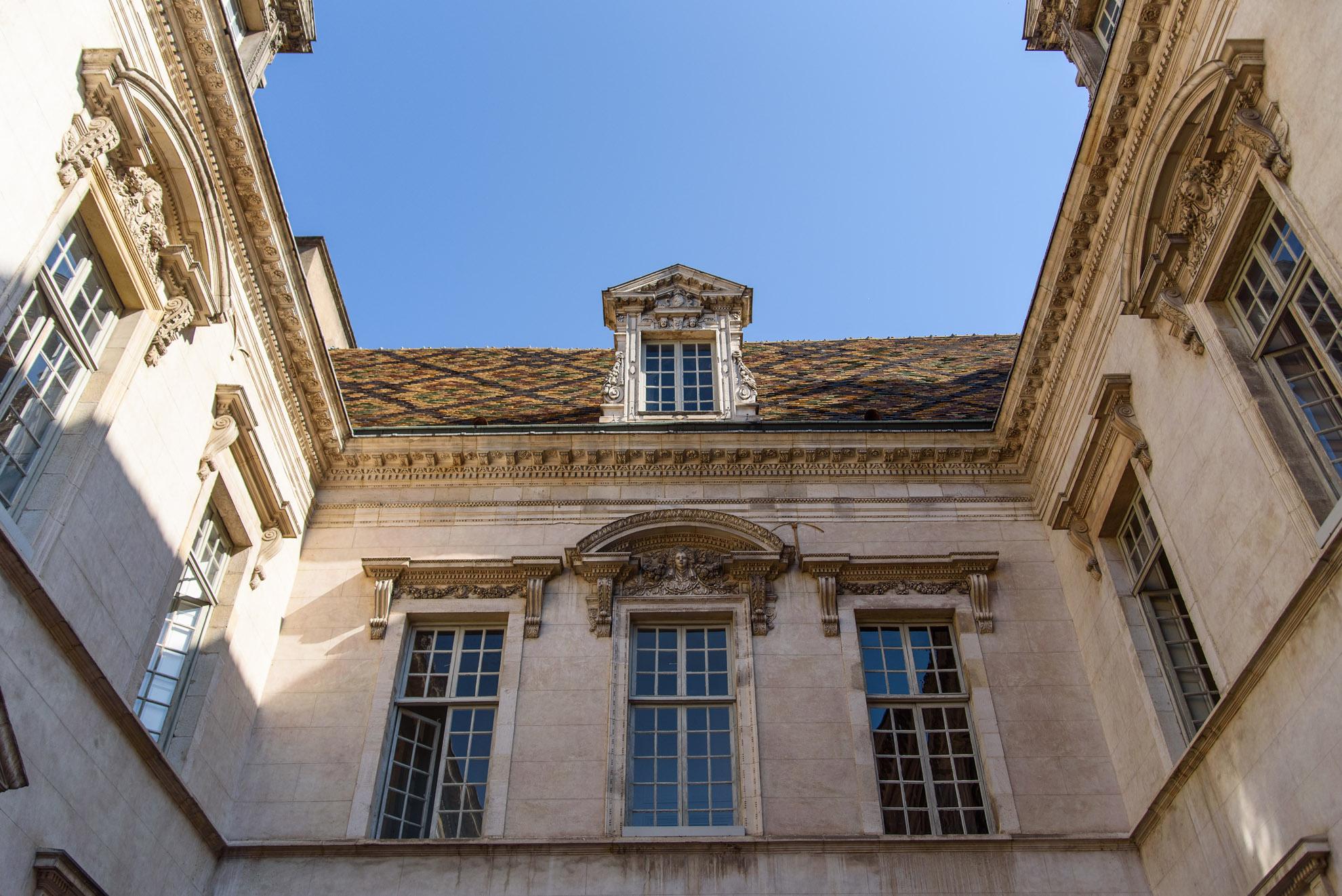 Hôtel de Vogüé - rezydencja z charakterystycznym burgundzkim dachem