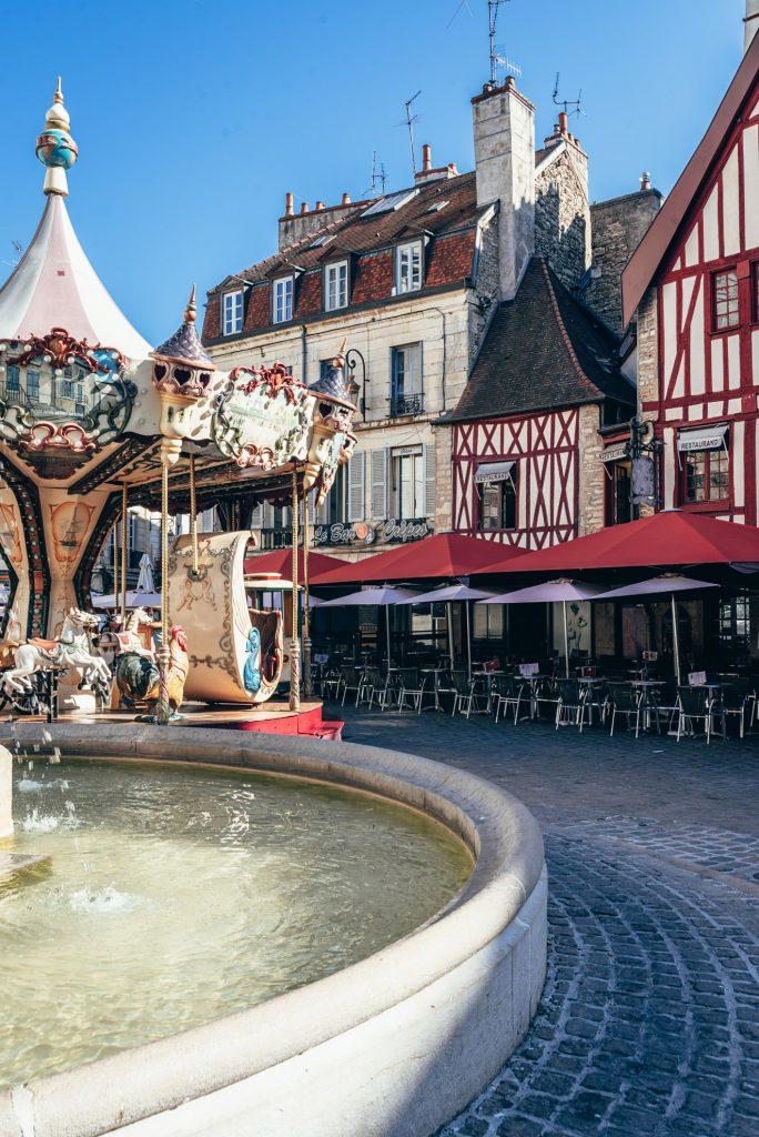 Karuzela Gustave'a Eiffla na placu François Rude