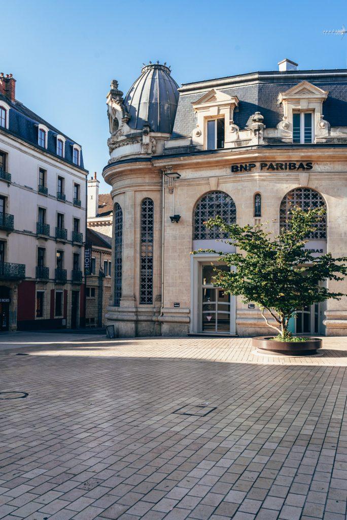 Budynek banku na Place Darcy w Dijon