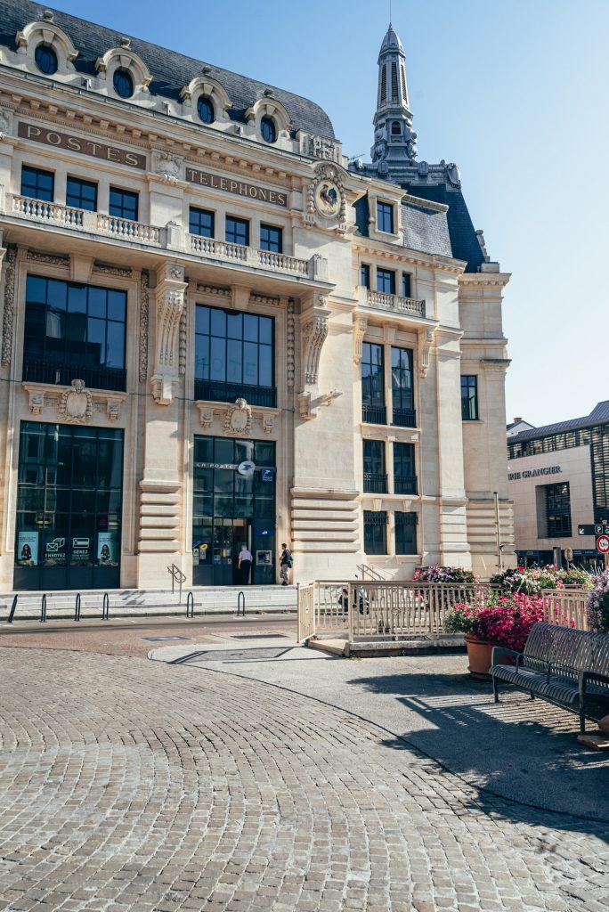 Budynek poczty w Dijon - dawna siedziba PTT (Postes, Télégraphes et Téléphones)