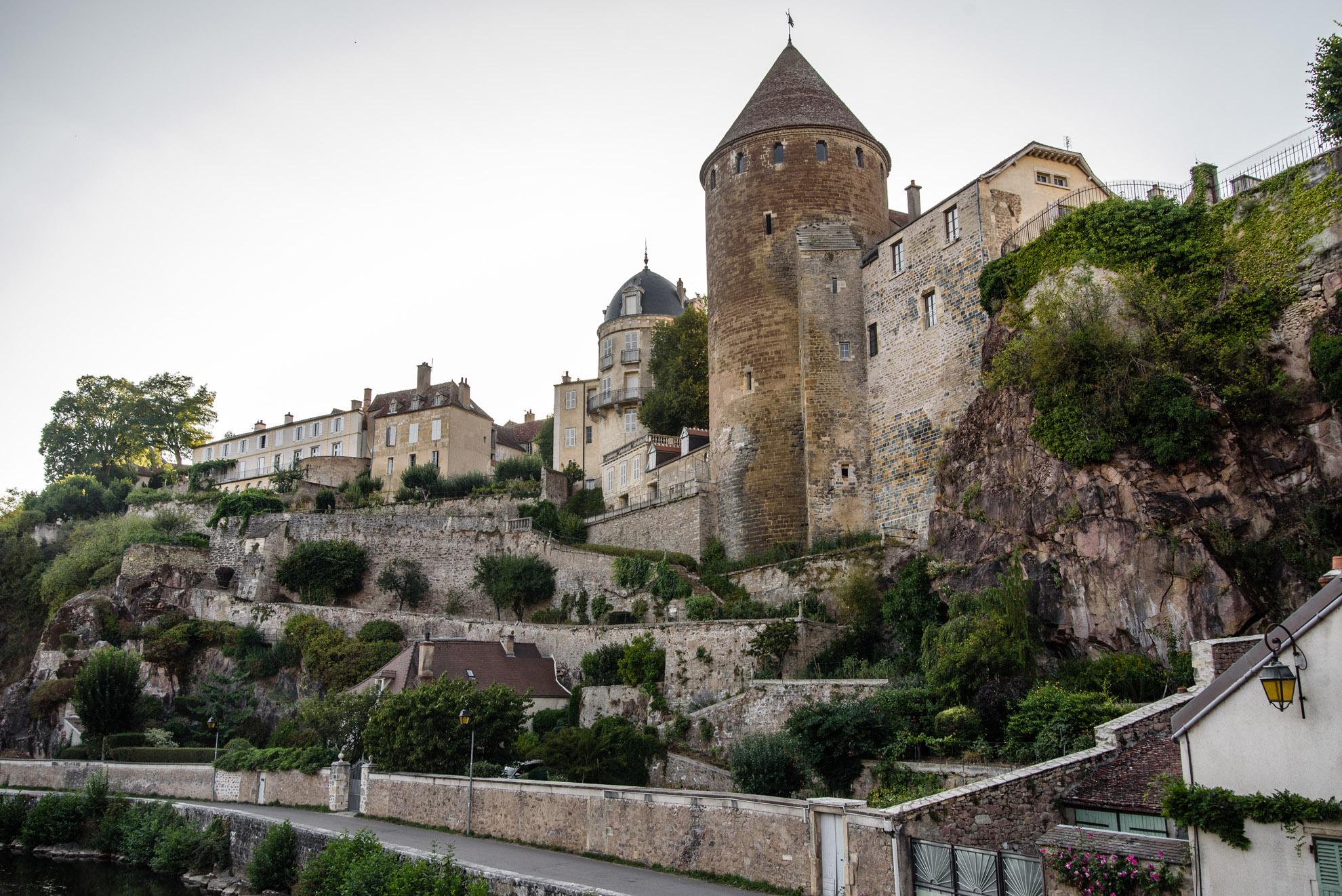 Semur-en-Auxois - widok na baszty