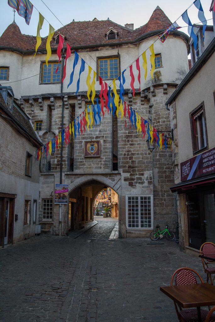 Semur-en-Auxois - brama Porte Guillier