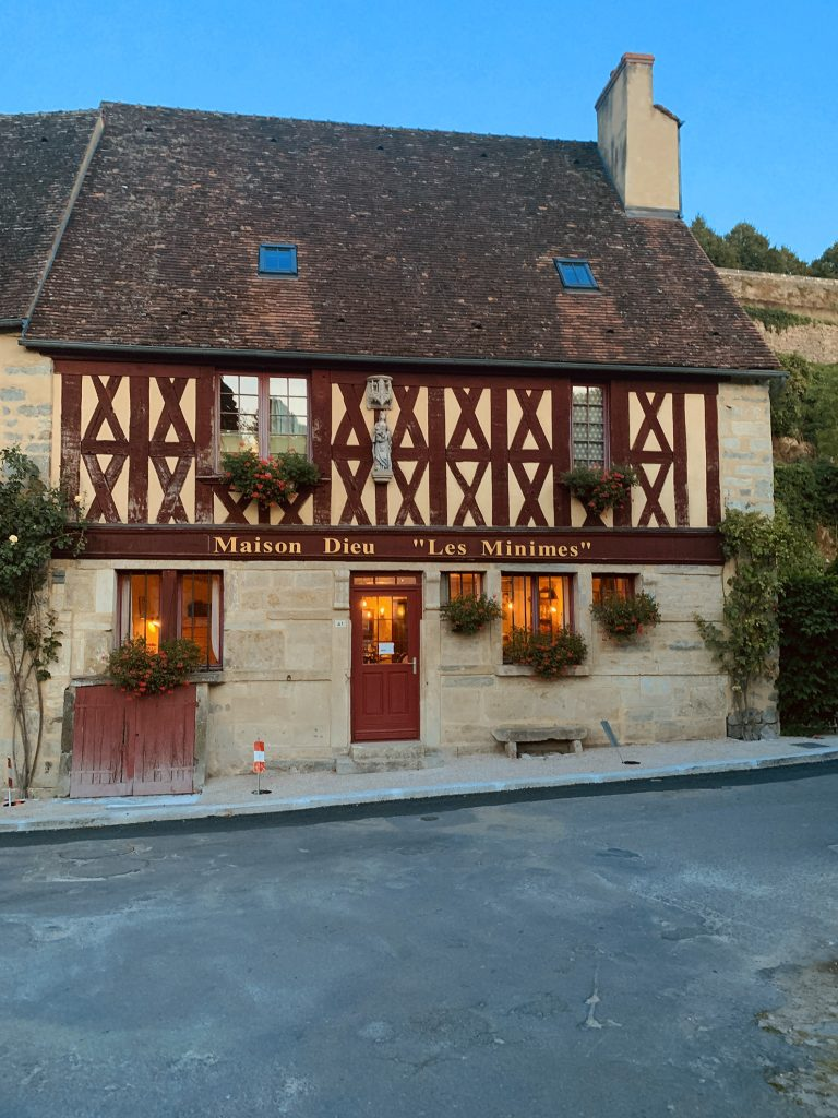 Restauracja Les Minimes w Semur-en-Auxois
