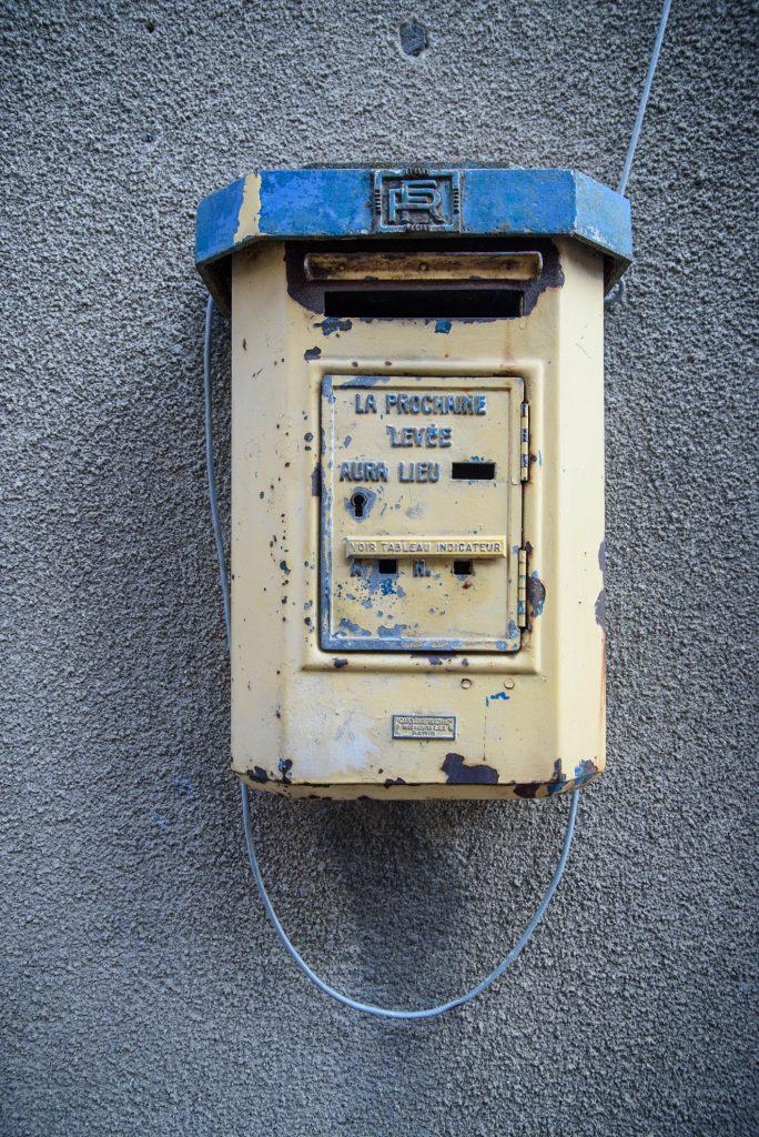 Skrzynka na listy w Cukiernik w Semur-en-Auxois