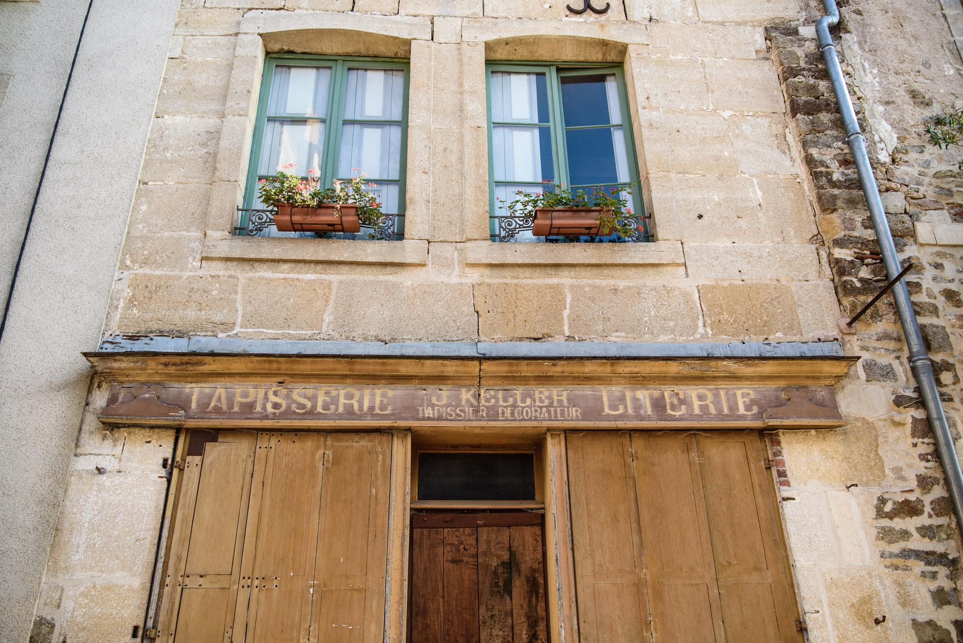 Semur-en-Auxois - zamknięty zakład tkacki