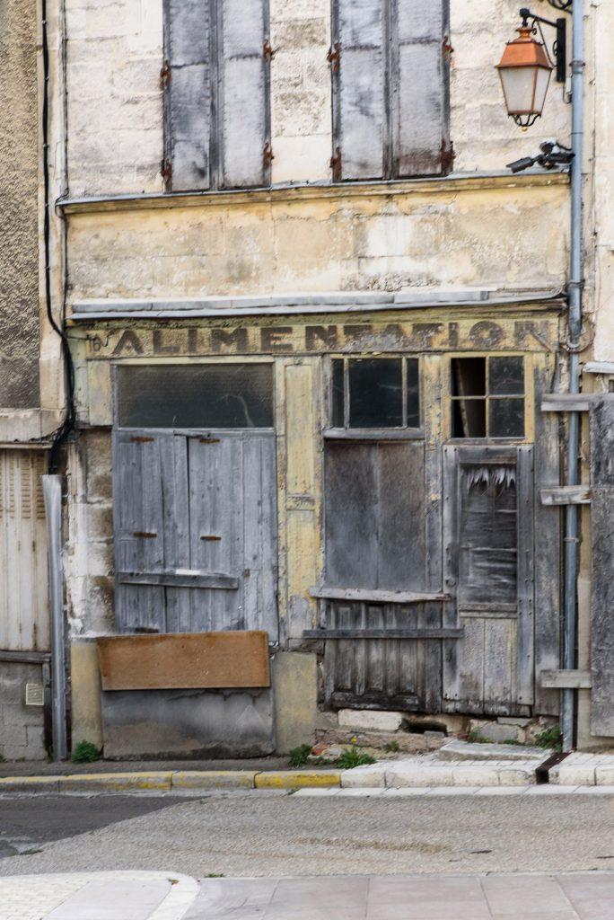 Tonnerre - opuszczone sklepy
