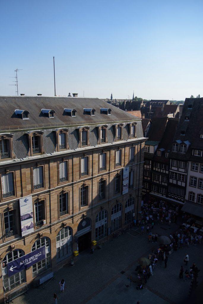 Widok na centrum Strasburga z katedralnej wieży