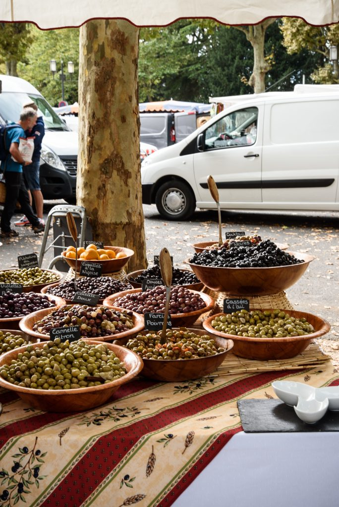 Oliwki na targu w Chinon