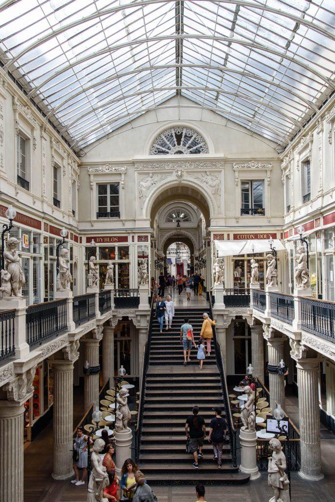 Pasaż handlowy Passage Pommeraye w Nantes