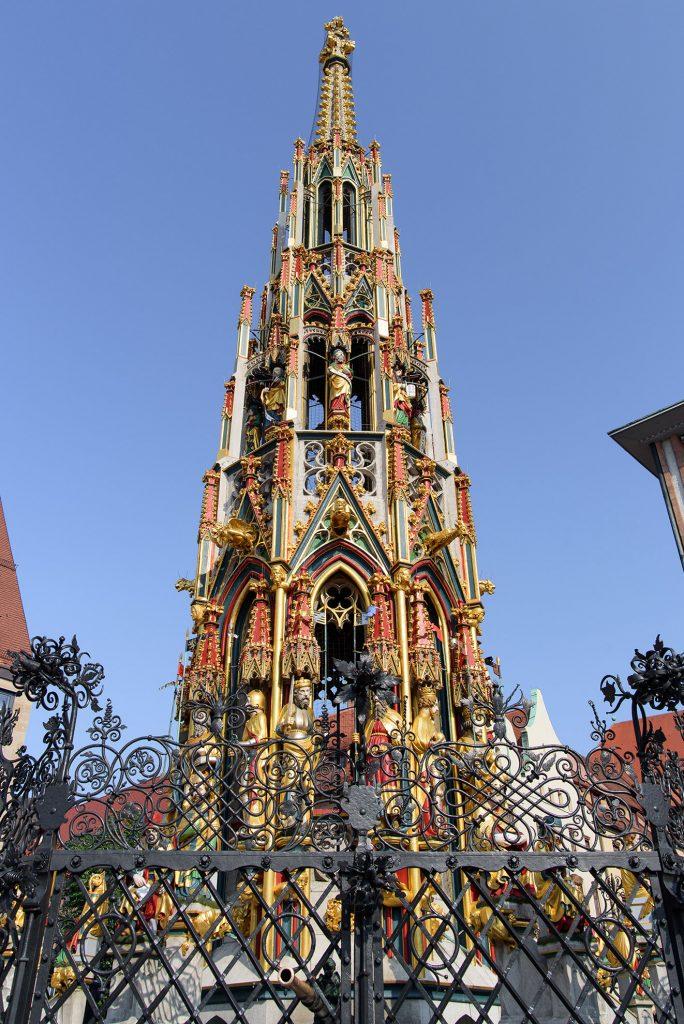 Piękna Studnia (Schöner Brunnen) - fontanna w Norymberdze