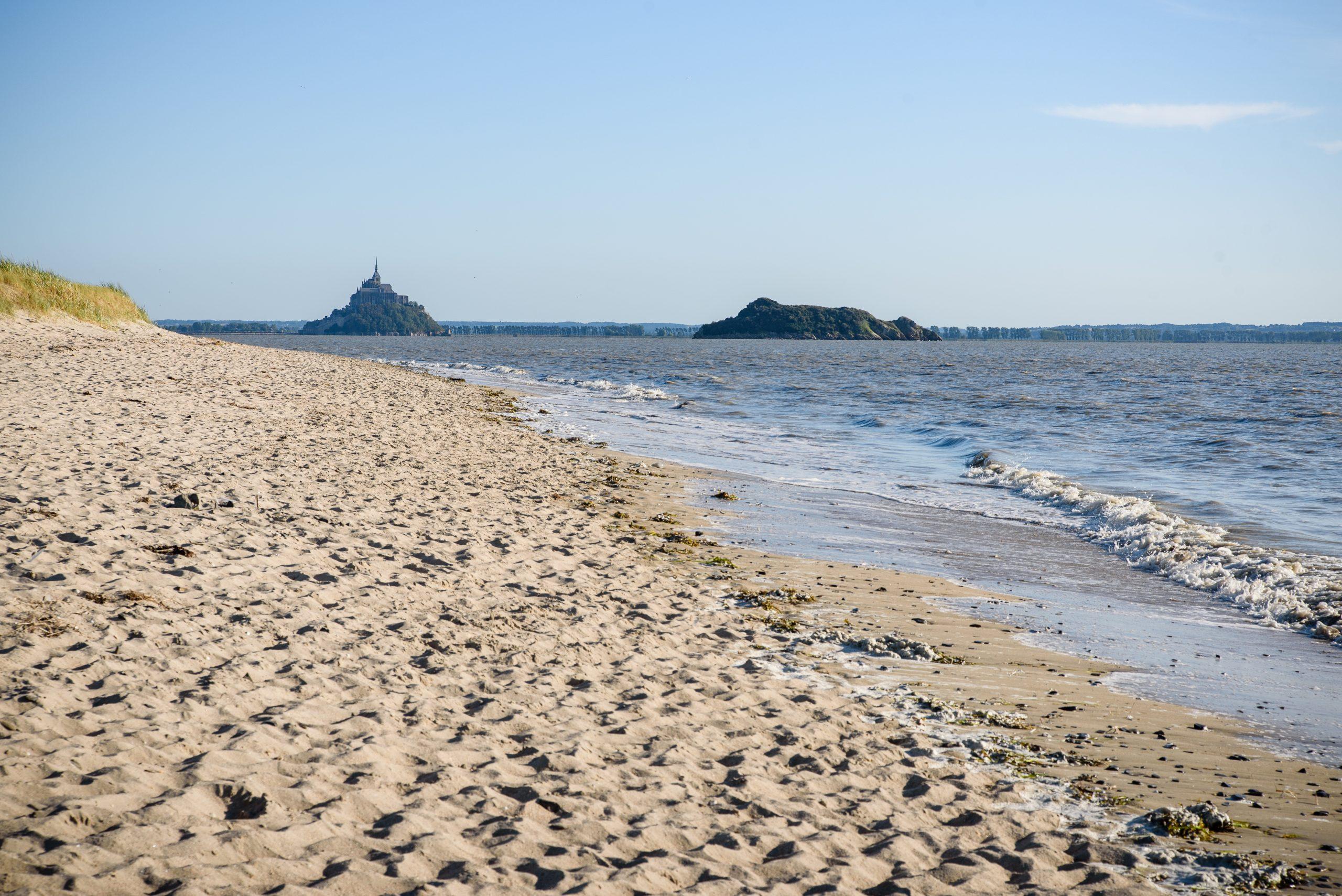 Mont Saint Michel widoczna z zatoki - Normandia