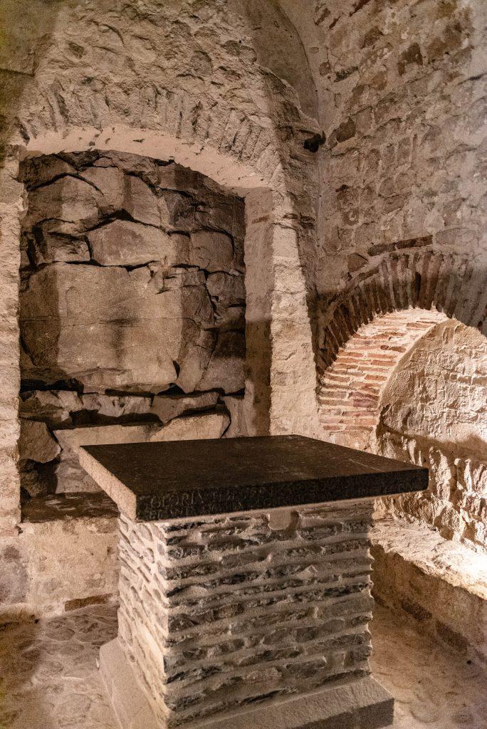 Ołtarz w Sanktuarium Michała Archanioła