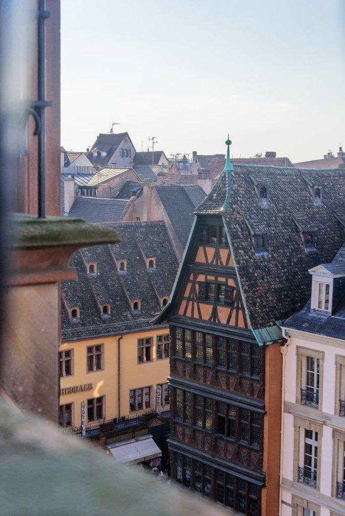 Widok na centrum i Maison Kammerzell w Strasburgu