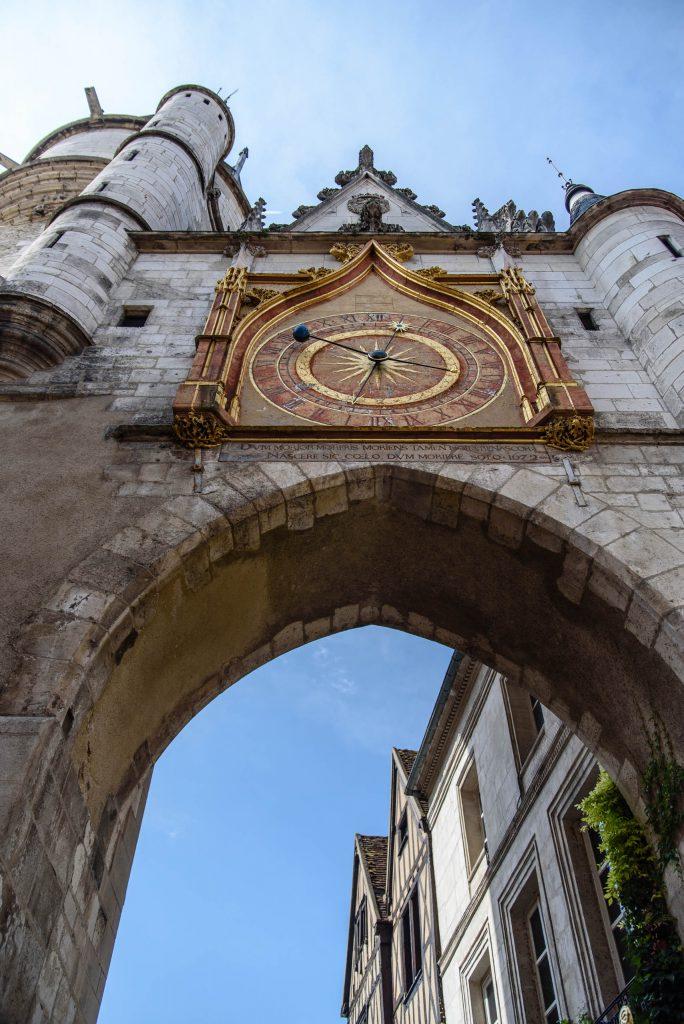 Wieża zegarowa w Auxerre