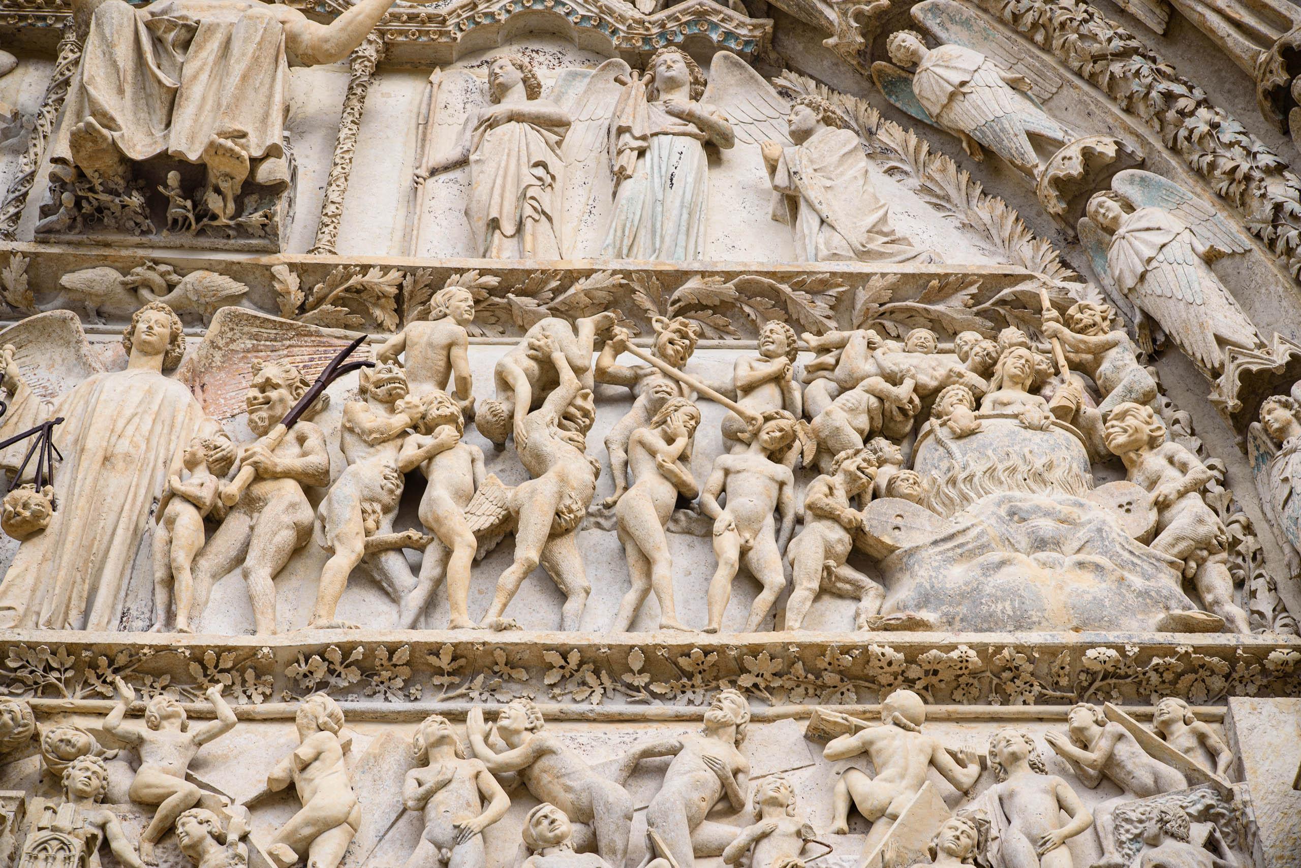 Rzeźby na fasadzie katedry w Bourges